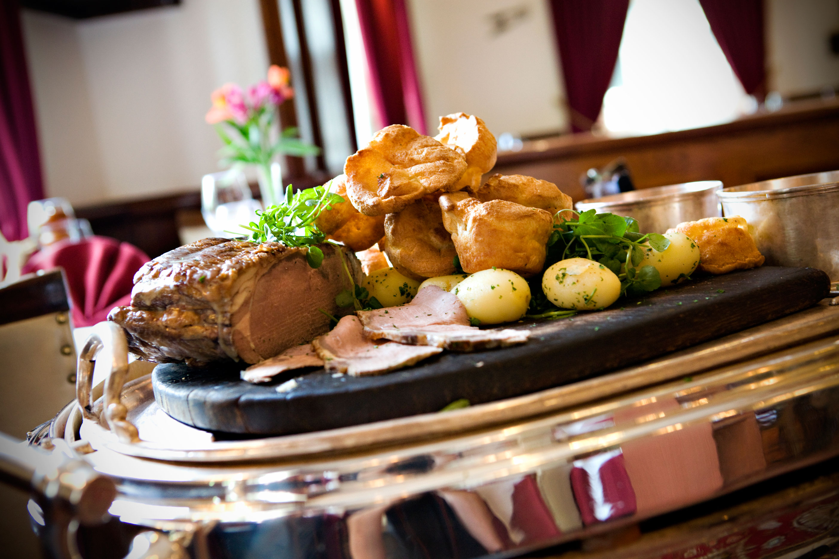 8 Of Buxton S Best Sunday Roast Dinners Explore Buxton