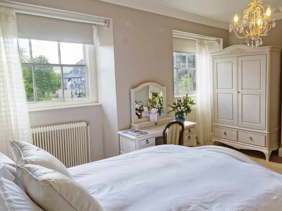 'Opera House' bedroom at No.6 The Square